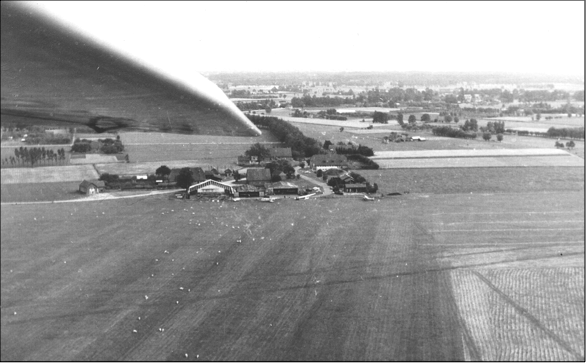 1957 hangaar.png
