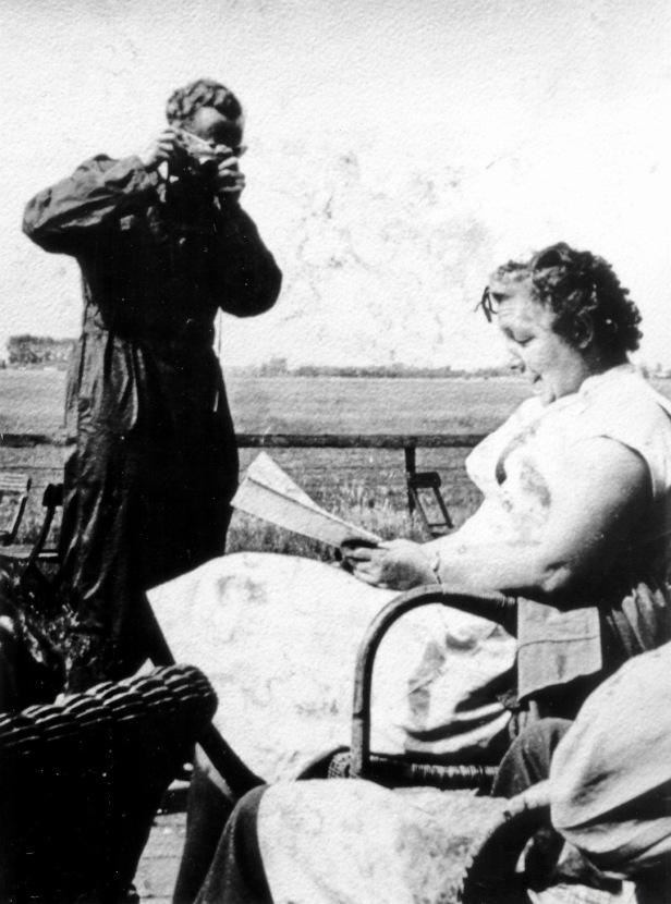 Oma de Groot JM-collectie zw.jpg